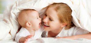La experiencia de la maternidad produce un cambio profundo en la mujer. Las madres suelen decir que durante un tiempo se sienten desorientadas, con muchos sentimientos intensos y contradictorios que a veces las desbordan, y que encuentran poco espacio para ser expresados.