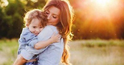 Madre que sostienes el mundo.